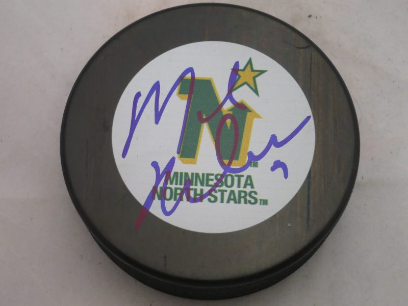 Mike Modano Minnesota North Stars Signed Logo Puck - Legends On Main f46a1e1c509
